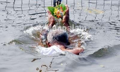 thousands-perform-bali-tarpanam-ar-aluva-shiva-temple-manappuram-photo-by-pr-rajesh