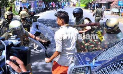 kerala-burns-after-women-entry-in-sabarimala-hartal-photos