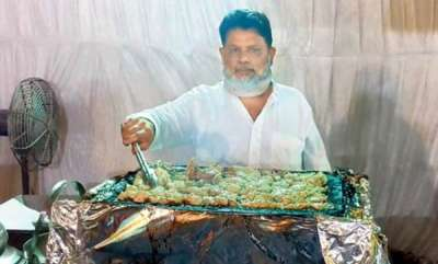 life-style-shahrukh-khan-likes-the-foods-prepared-on-the-stone-by-haji-bhayi