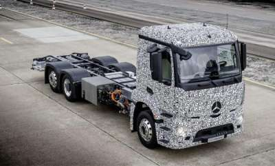 auto-mercedes-shows-off-its-first-fully-electric-truck