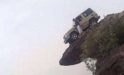 odd-news-car-being-parked-on-the-steep-of-the-mountain-pics-going-viral