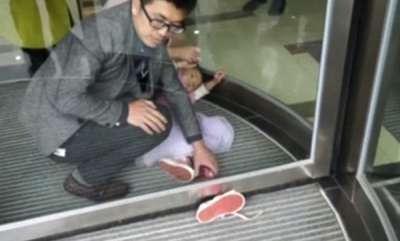 odd-news-4-year-old-girls-leg-stuck-in-door