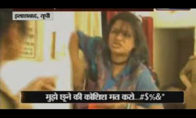 latest-news-allahabad-drunk-woman-creates-ruckus-in-broad-daylight