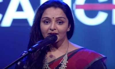 celebrity-manju-warrier-singing-for-kerala-can
