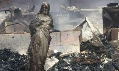 odd-news-jesus-statue-survives-tennessee-wildfire