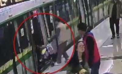 odd-news-man-using-pram-with-child-to-stop-metro
