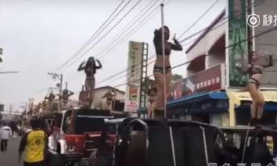 surprise-50-taiwanese-pole-dancers-escort-76yo-politicians-funeral-procession-video