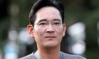 tech-news-samsungs-leader-was-grilled-by-investigators-for-over-22-hours-in-the-south-korean-corruption-scandal