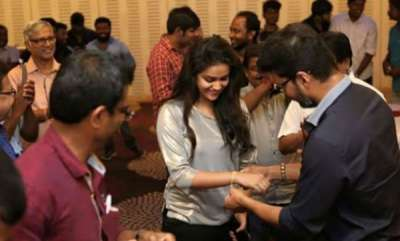 latest-news-vijay-gifted-gold-bracelets-to-keerthi-suresh