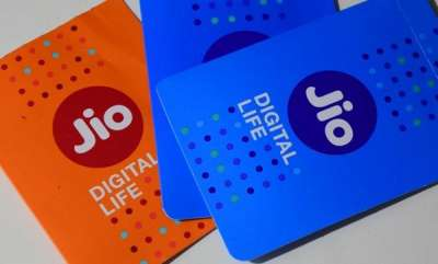 tech-news-on-valentines-day-reliance-jio-shows-some-love-to-airtel-idea-vodafone