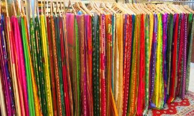 odd-news-about-a-sari-shop