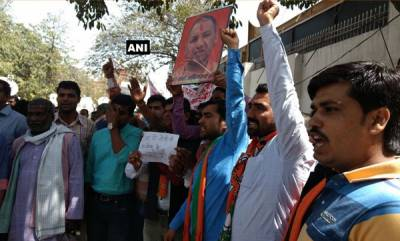 latest-news-yogi-adityanaths-supporters-demanding-that-adityanath-be-made-chief-minister-of-uttar-pradesh
