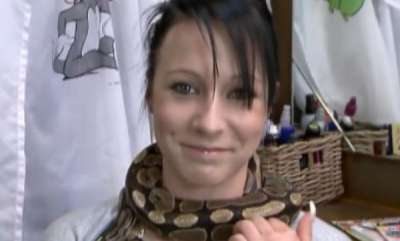 environment-video-python-gives-neck-massages-to-people