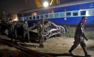 india-eight-coaches-of-mahakaushal-express-derail-in-up