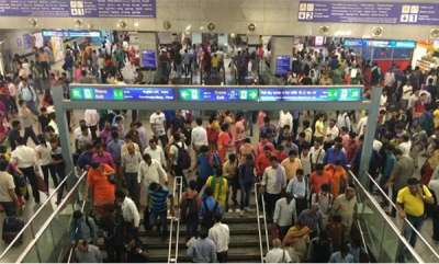 latest-news-porn-video-on-tv-screen-at-delhi-metro-staff-involvement-suspected