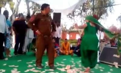 odd-news-jind-jail-m-warden-ka-dance