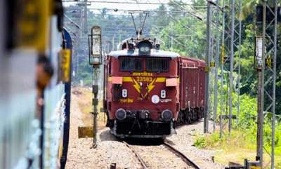 latest-news-train-delayed-through-earnakulam-alapuza-root