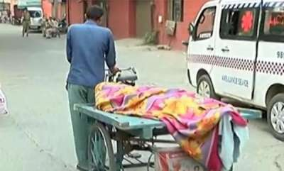 latest-news-since-ambulance-facility-was-denied-youth-transports-his-fathers-dead-body-on-riksha