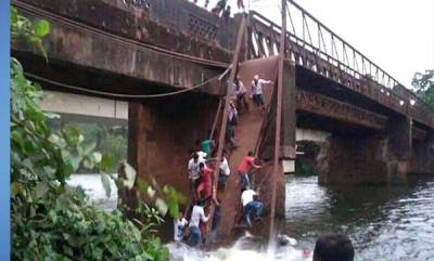 india-two-dead-several-missing-as-bridge-collapses-in-goa