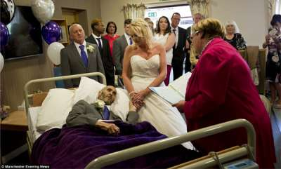 rosy-news-couple-marry-at-a-hospice-in-an-emotional-last-minute