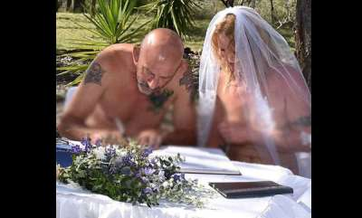 odd-news-couple-get-married-in-the-nude