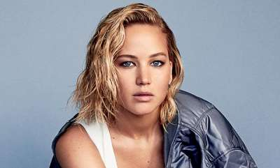 chit-chat-jennifer-lawrence-ok-after-plane-reportedly-suffers-engine-failure