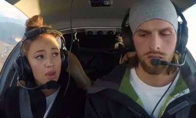 odd-news-pilots-proposal-in-aircraft