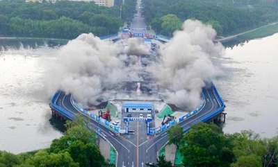 latest-news-a-huge-bridge-collapsed-in-seconds