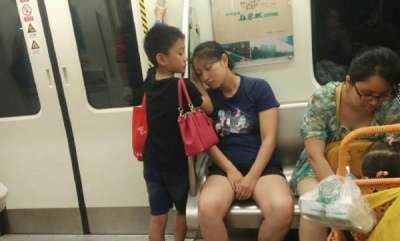 odd-news-cute-picture-of-mom-and-baby