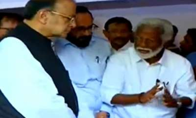 latest-news-central-minister-arun-jeitly-visit-died-rss-leaders-home