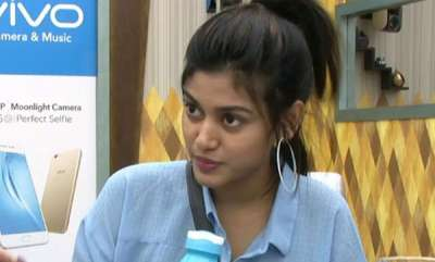 latest-news-tamil-directors-trying-for-oviya-helen