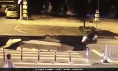 odd-news-man-busy-on-phone-drives-right-into-huge-sinkhole