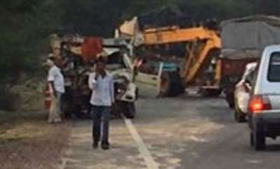 latest-news-four-killed-five-injuredtruck-jeep-collide