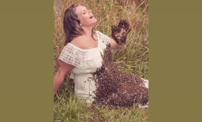 odd-news-pregnant-mum-covers-baby-bump-in-20000-bees-for-maternity-photoshoot