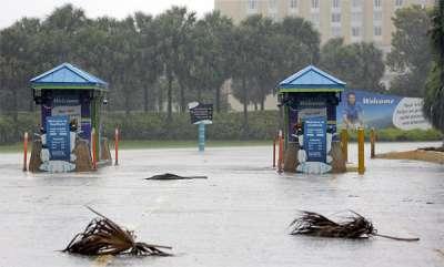 latest-news-gloomy-photos-show-an-empty-disney-world-after-its-brief-closure-ahead-of-hurricane-irma