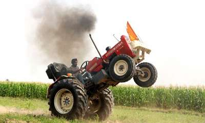 success-farmer-performs-stunts-and-wheelies-in-his-tractor