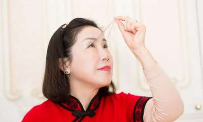success-woman-with-124-centimeter-eyelashes-sets-guinness-record