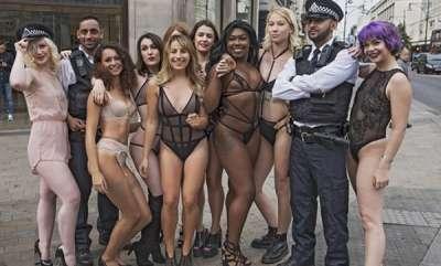 odd-news-lingerie-fashion-models-in-street-for-bluebella