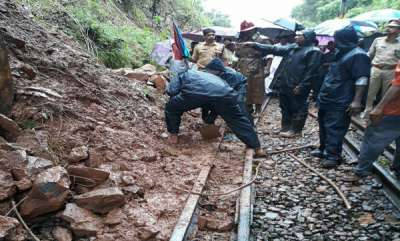 latest-news-land-sliding-at-kottayam-train-service-suspended
