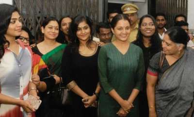 chit-chat-rift-in-wcc-over-manju-warriers-stance-on-ramleela
