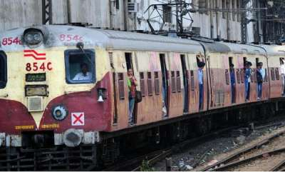 latest-news-malayali-lady-falls-off-to-death-from-local-train