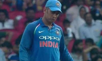 sports-news-ms-dhoni-makes-fool-out-of-virat-kohli-in-nagpur-fans-go-bonkers