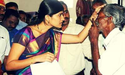 rosy-news-rohini-ias-became-salems-1st-woman-district-collector-in-170-years