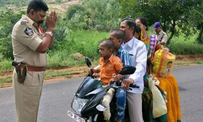 india-photo-of-police-man-with-repeat-traffic-offender-goes-viral