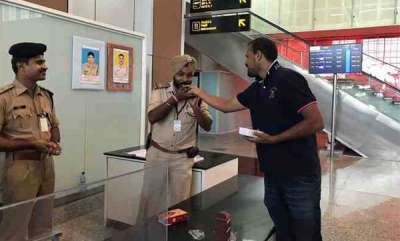 specials-yusuf-pathan-hails-armed-personnel-working-on-diwali-shares-sweets