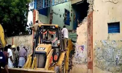 india-8-killed-as-portion-of-tn-transport-corpns-building-collapses