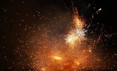 india-204-fire-calls-on-diwali-big-blaze-in-east-delhi-cloth-godown