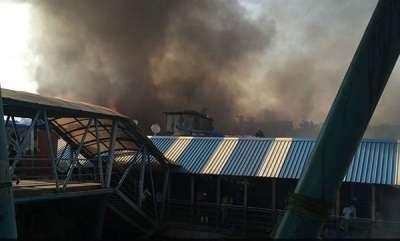 latest-news-fire-breaks-out-near-mumbais-bandra-station