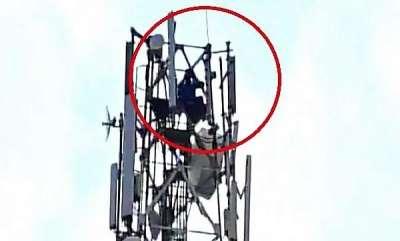 latest-news-man-climbed-atop-mobile-tower-demands-divorce
