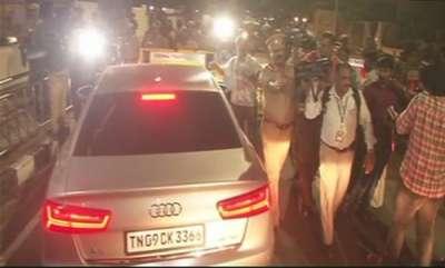 latest-news-i-t-officials-search-jayalalithaas-chennai-house